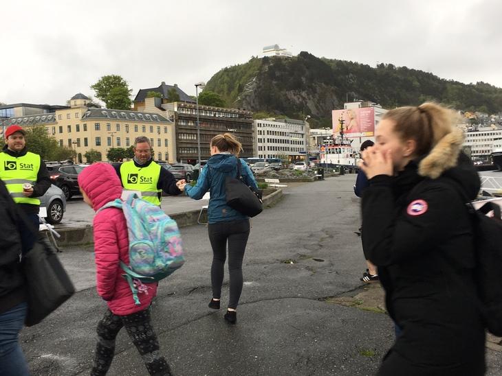 Flere 10-litere med kaffe, kilovis med karameller og 2000 muffins deles ut i morgentimene i Midt-Norge 24. juni