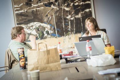 DISKUTERER: LO Stats Eivind Gran og Lise Olsen diskuterer.