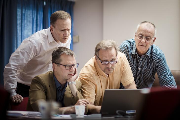 I MEKLING: Jan Pieter Groenhof fra Delta, Pål Skarsbak fra Fagforbundet, Klemet Rønning-Aaby fra Unio og Øystein Gudbrands fra LO Stat under meklingen.