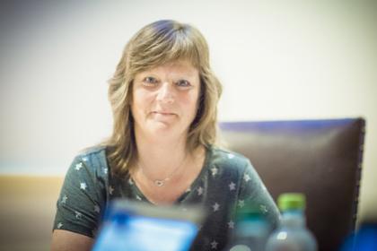 ENIGHET: LO Stats Lise Olsen puster ut. Lønnsoppgjøret ble landet etter en lang natt hos Riksmekleren.