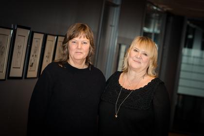 TIL MEKLING: Lise Olsen (t.v.), forhandlingsleder og nestleder i LO Stat og Jane Brekkhus Sæthre, forbundsleder i Norsk Jernbaneforbund.