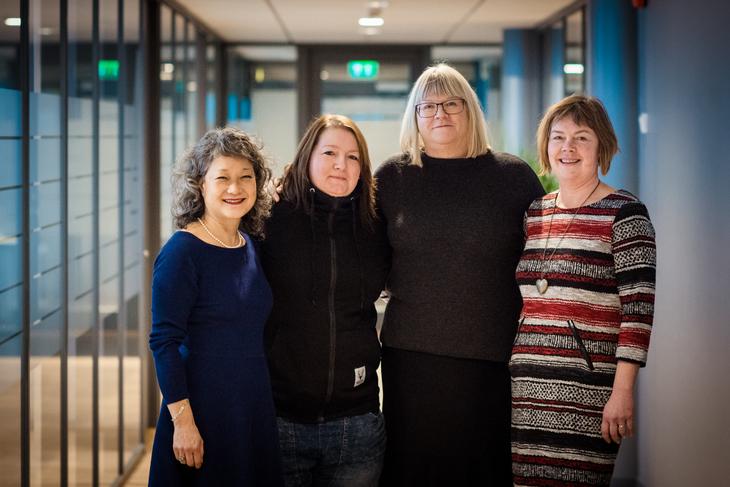 FORNØYD: Kim Helene Olsen (FO), Linda Wold (hovedtillitsvalgt for FO i Unicare små enheter), Anne Kathrine Ellila (Fagforbundet) og Sissel Hallem (FO) er fornøyd med at tariffavtalen er landet.