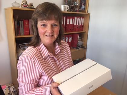 Nestleder Lise Olsen med vervepremier
