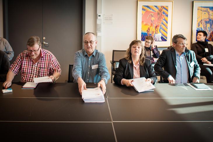 KRAV: LO Stat overleverer kravene til Spekter. Fra Venstre forhandlingsleder og nestleder Eivind Gran, sekretær Øystein Gudbrands, nestleder Lise Olsen og leder Egil Andrè Aas.