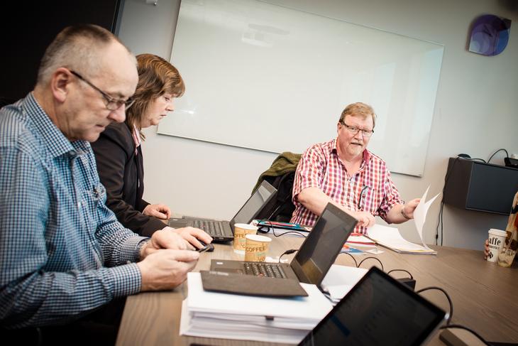 I MÅL: LO Stats forhandlere er i mål med første etappe i Spekter-forhhandlingene. Fra venstre: Øystein sekretær Gudbrands, nestleder Lise Olsen og forhandlingsleder Eivind Gran.