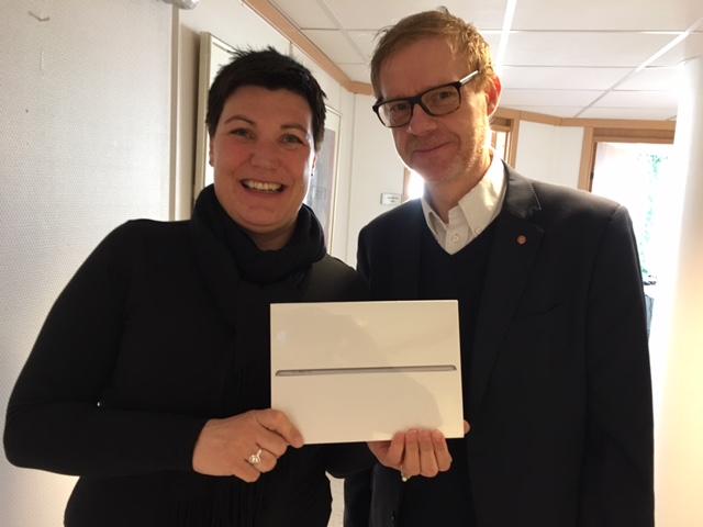 Anniken Refseth og Kristian Brustad med vervepremie