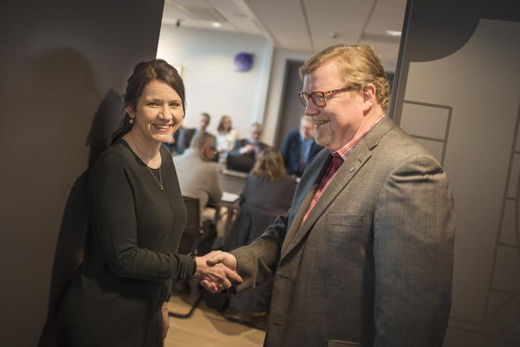 I MÅL: LO Stats Forhandlingsleder Eivind Gran og Spekters administrerende direktør Anne-Kari Bratten kom i mål med et lønnsoppgjør på linje med resultatet i lønnsoppgjøret mellom LO og NHO.