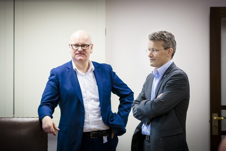 MOTPARTER: LO Stats leder Egil André Aas diskuterer med motparten, Statens personaldirektør Gisle Norheim.