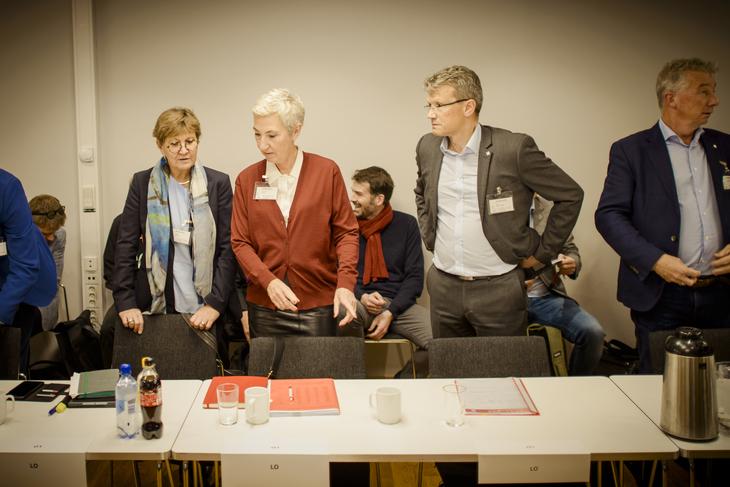 KREVENDE: - Særalderspensjon er krevende, derfor trenger vi mer tid, sier Egil André Aas, LO Stats leder. Her sammen med LO Kommunes leder Mette Nord (t.v.) og LOs første nestleder Peggy Hessen Følsvik under starten av forhandlingene.