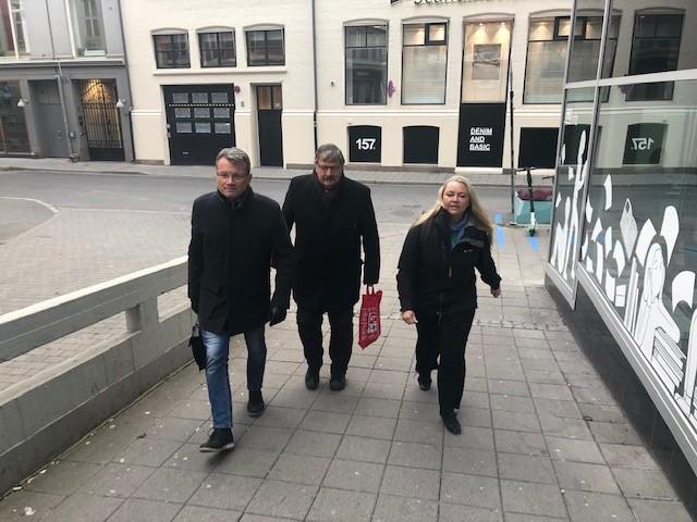 Forhandlingstroikaen fra LO Stat på vei til Hovedavtale-forhandlinger. Fra venstre Egil André Aas, Dag Westhrin og Vibecke Solhaug.