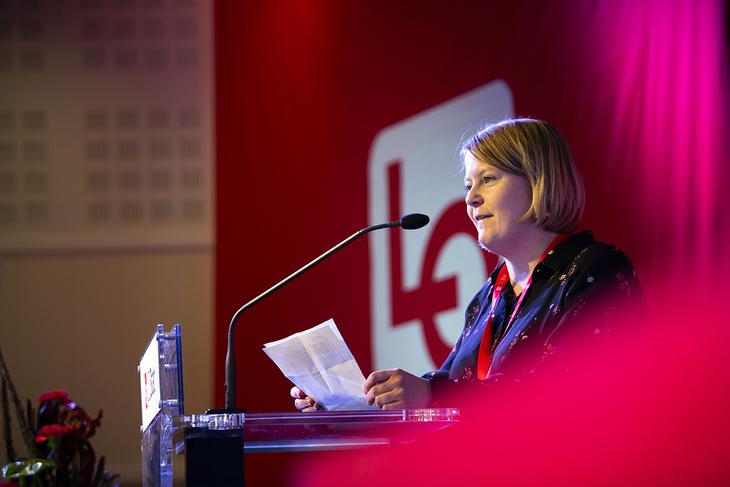 Leder Lone Lunemann Jørgensen i NTL Ung forventer at LO endrer politikken og fanger opp de unges klimaengasjement.