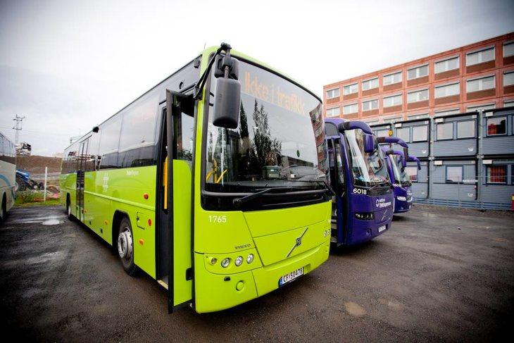 IKKE I TRAFIKK: Uten løsning stopper mange bussruter søndag morgen. Foto: Ole Palmstrøm