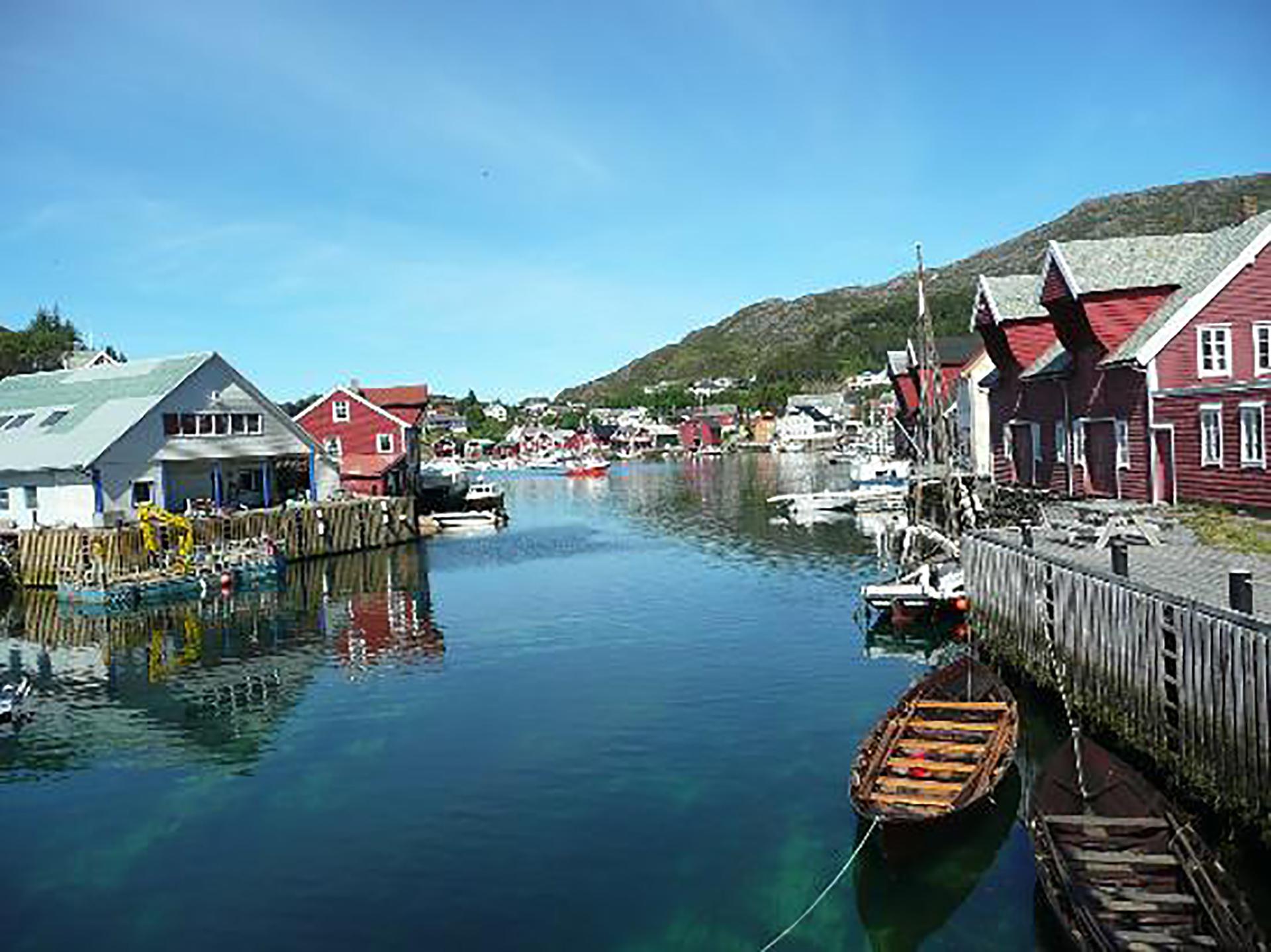 Fra Knutholmen, Kalvåg i Sogn og Fjordane