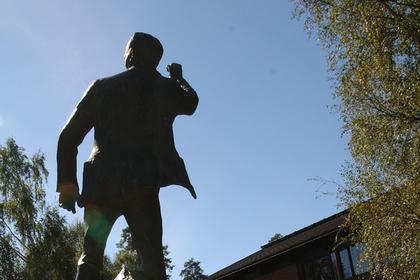 Tranmæl-statuen på Sørmarka kurs- og konferansesenter