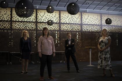 OPPSTART: LO Stats forhandlingsdelegasjon på vei inn til Spekter-forhandlingene. Fra Venstre: Tone Faugli,  Lise Olsen, Reneé Rasmussen og Sissel Hallem.