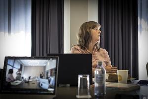 TEAMS: LO Stats nestleder og forhandlingsleder Lise Olsen under forhandlingenes oppstart. Forhandlingene foregår med en liten delegasjon som møtes fysisk, mens forhandlingsutvalget er med på Teams.