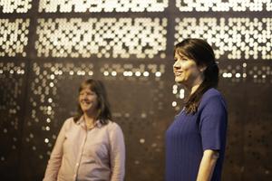 GOD STEMNING: LO Stats forhandlingsleder Lise Olsen og Anne-Kari Bratten, amdinistrerende direktør i Spekter,  under oppstarten av forhandlingene.