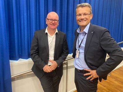 Egil André Aas og personaldirektør Gisle Norheim under åpningen av statsoppgjøret 2020