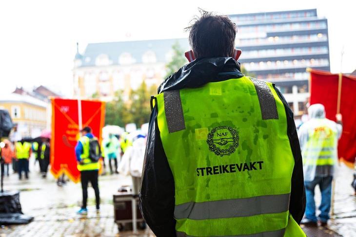 Streikende vektere på Youngstorget. Foto: Jan-Erik Østlie
