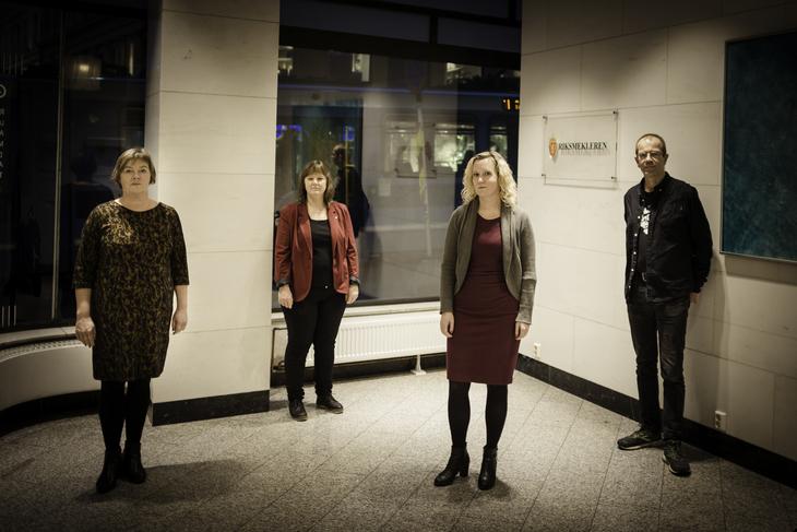 MEKLER: Her er LO-delegasjonen som skal mekle pensjon i Norlandia Barnehagene. Fra venstre: LO Stat-sekretær Sissel Hallem, LO Stat-nestleder Lise Olsen, Fagforbundets forhandlingsleder Tone Faugli og Fagforbundets pensjonsekspert Steinar Fuglevaag.