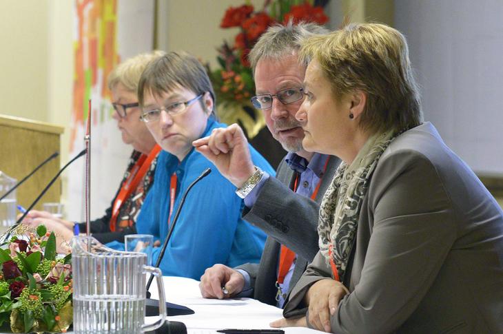 Tone Rønoldtangen (LO Stat), Kristine Nergaard (FAFO), Arve Bakke (Fellesforbundet) og Rigmor Aasrud (FAD).  Foto: Kristian Brustad