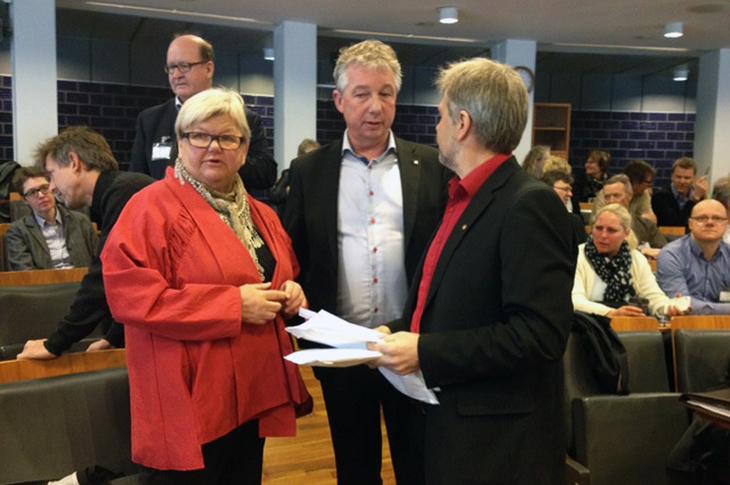 KLAR FOR INNSPURT: Partene i statsoppgjøret er klar for innspurt tirsdag. Fra venstre Tone Rønoldtangen i LO Stat, Pål N. Arnesen (YS Stat) og Arne Johannessen (Unio)