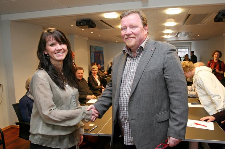 Fra tarifforhandlingene i 2011: Anne-Kari Bratten (Spekter) og  Eivind Gran (LO Stat). Foto: Pål Andreassen