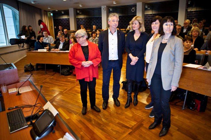TARIFFSTART: Partene i statsoppgjøret møttes for å starte forhandlinger mandag. Fra venstre Tone Rønoldtangen (LO Stat), Pål N. Arnesen (YS Stat), Merethe Foss (personaldirektør i Staten), Rikke Ringsrød (Akademikerne) og Sigrid Lem (Unio). Foto: Ole Palm