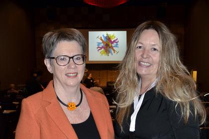 Toril Leirset og Eva Løe er særlig er bekymret for utviklingen for flyktningemødrene i Norge. Foto: Nina Hanssen