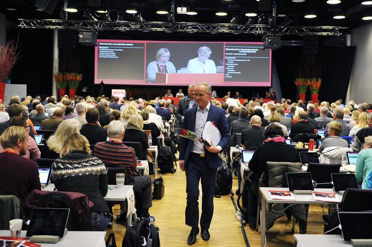 TIDSTYV: Jan Tore Sanner jakter på tidstyver i staten. Torsdag gratulerte han NTL med «heldigitalisert» landsmøte. Foto: Anders Hauge-Eltvik