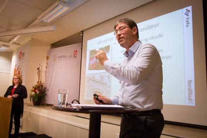 Jon Hippe (FAFO) er på Kartellkonferansen 2014 for å snakke om den nordiske modellen og fagbevegelsens utfordringer Foto: Siri Hardeland