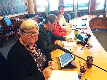 Tone Rønoldtangen på pressekonferanse om midlertidig ansettelser