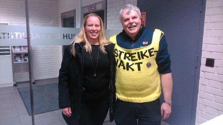 Jørund er prøvedokke for strikkegeneral Hege Gustavsen i NTL