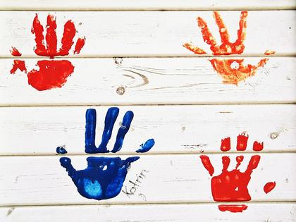 avtrykk av barnehender. Foto: pixabay.com/