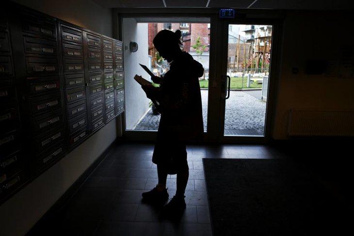 EN DAG MINDRE: Når den nye postloven trer i kraft, og lørdagsomdelingen forsvinner, vil flere postbud risikere å miste jobben sin eller måtte jobbe mer deltid. Foto: Morten Hansen