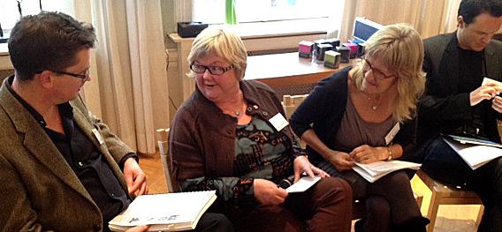 Advokat Trygve Staff, Tone Rønoldtangen og Karin Andersen diskuterer varsler-problematikk.